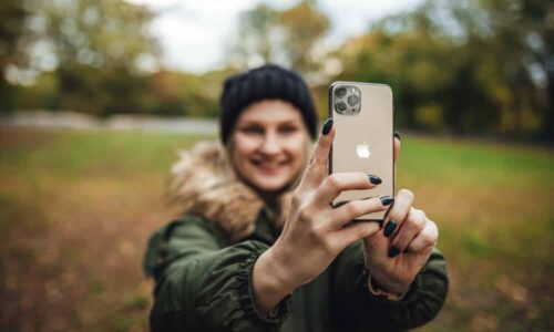 girl-takes-a-selfie-on-iPhone-11
