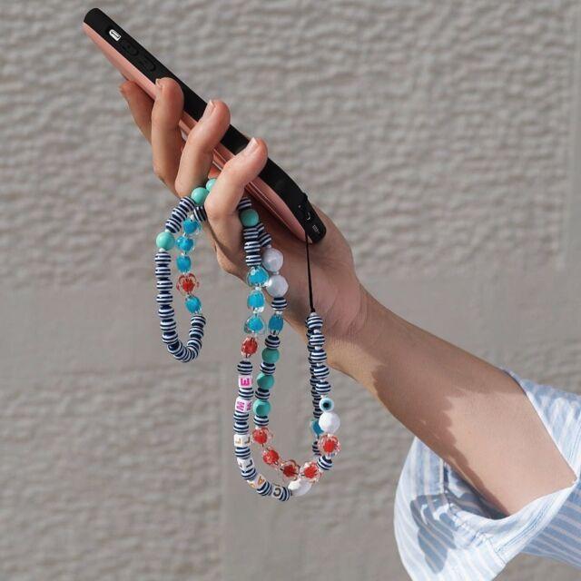 Τα #phonestrap που αγαπήσατε το καλοκαίρι, «φοριούνται» και το φθινόπωρο. Γιατί οι tech στυλιστικές προτάσεις πρέπει να μοιράζονται 😉 #techguru #techrepairs #techsavvy #techgadgets #techaccessories #ολαφτιαχνονται #thefixersgr #mobileaccessories #techlover #cocofico #mobilestrap #wefixitall #phonestrap #techaccessories #beads